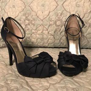 Audrey Brooke Navy Heel Size 8